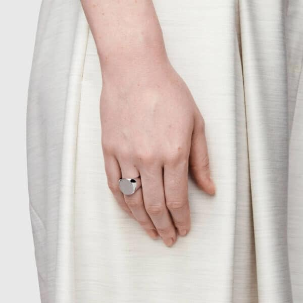 TOM WOOD RING OVAL SATIN